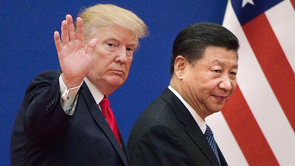 Rivaliseringen mellom USA og Kina kan åpne for at Euro blir en viktigere valuta i internasjonal oljehandel. Bildet er tatt under et besøk Trump hadde i Kina i november 2017.