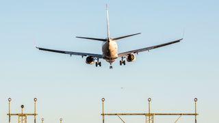 Færre fly lettet fra norske flyplasser i fjor. Likevel var det flere som fløy