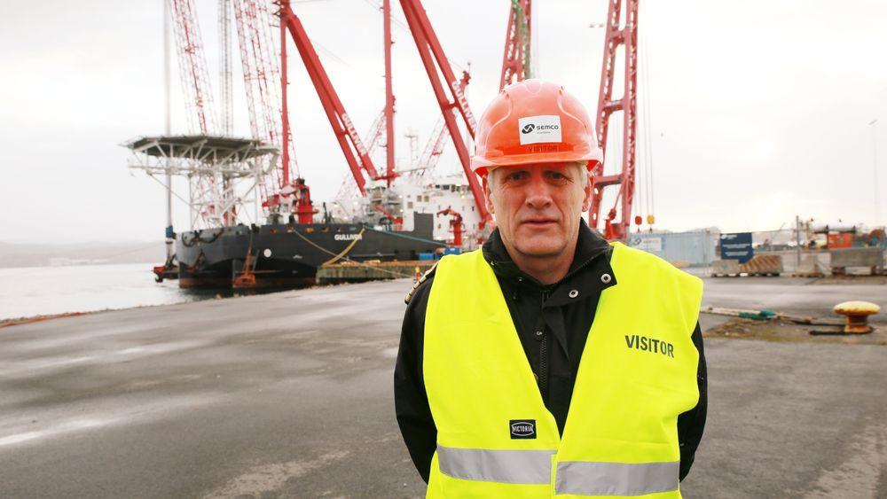 Petter Hellesen er kommandør i Forsvarsmateriells maritime kapasiteter. Han håper å berge så mye som mulig av det mekaniske, men frykter det kan bli vanskelig å redde elektronikken ombord på KNM Helge Ingstad.