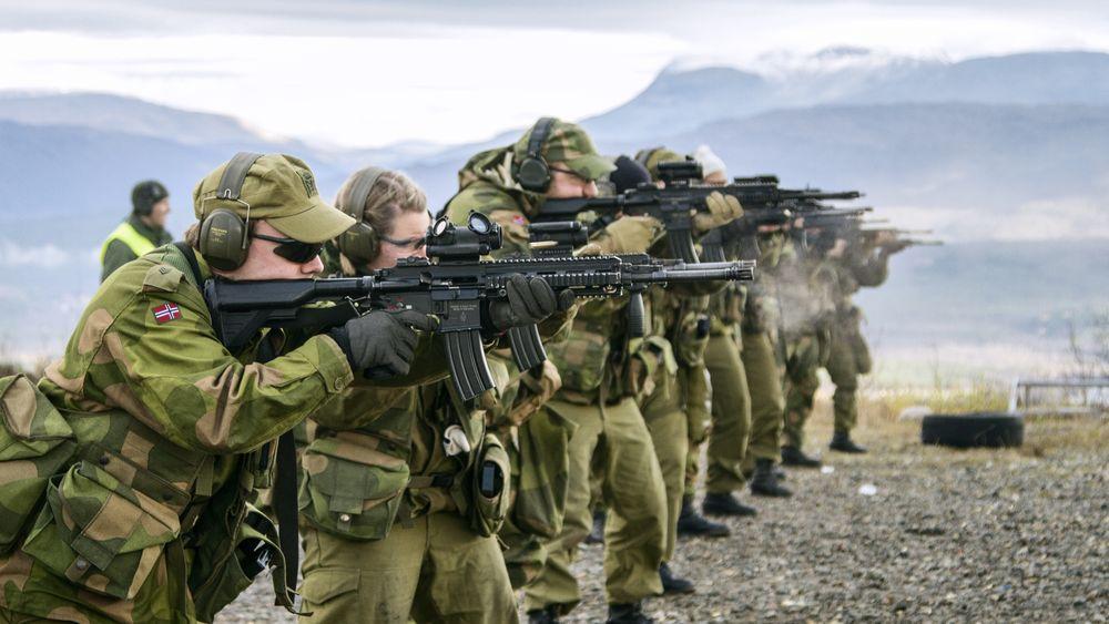 Soldater fra HV-16 øver med nye HK416 i 2016. Nå skal også resten av Heimevernet gå over fra AG3 til det nye automatgeværet.