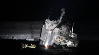 I bitende Svalbard-kulde har de tømt fisketråleren for 332.000 liter diesel
