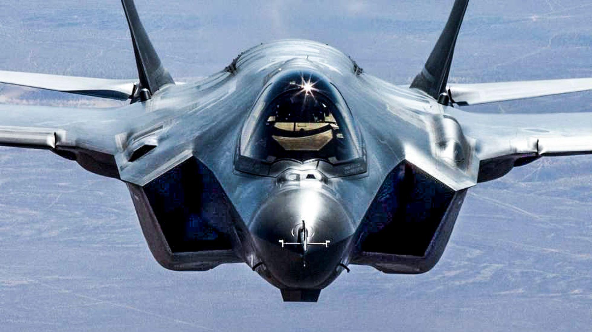 Forsvaret har i dag ni kampfly av typen F-35 og vil i løpet av de kommende årene ha 52 totalt. Flyene har en gjennomsnittspris på 1,4 milliarder kroner.