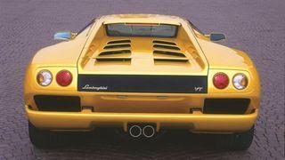 Lamborghini Diablo har samme baklys som Think. Tesla arvet rattstamme fra Mercedes