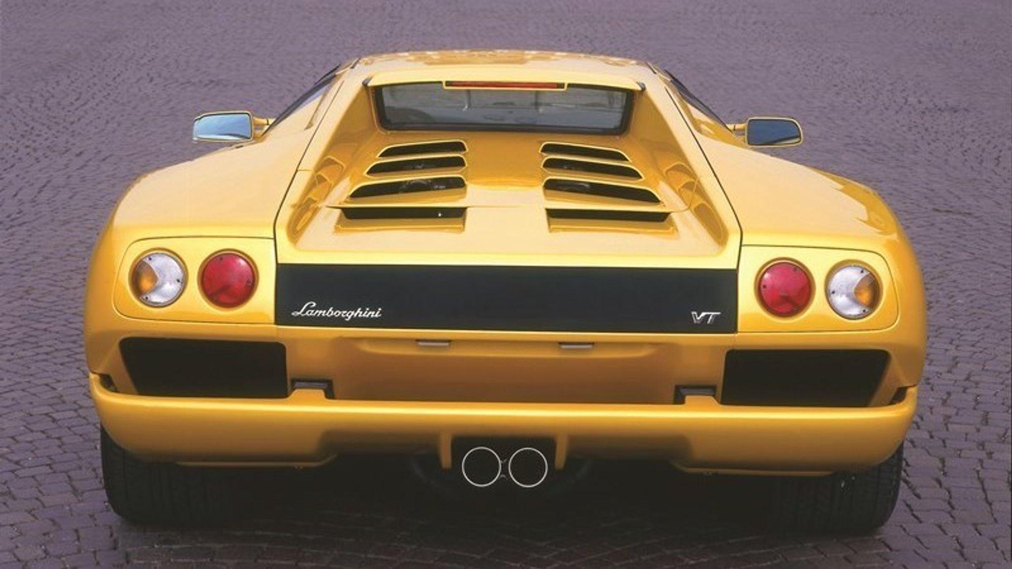 Lysende idé: Lamborghini Diablo og norske Th!nk kunne knapt vært lenger fra hverandre. Men én ting har de felles: baklysene.