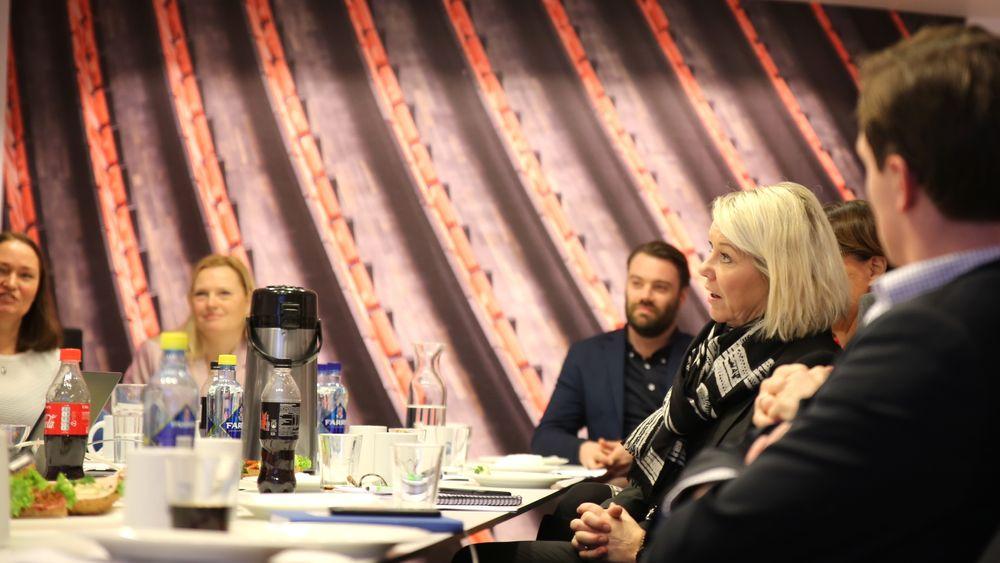 Kommunal- og moderniseringsminister Monica Mæland fikk presentert Norkarts nye løsninge for digital nabovarsling or hos Direktoratet for byggkvalitet i Oslo onsdag.