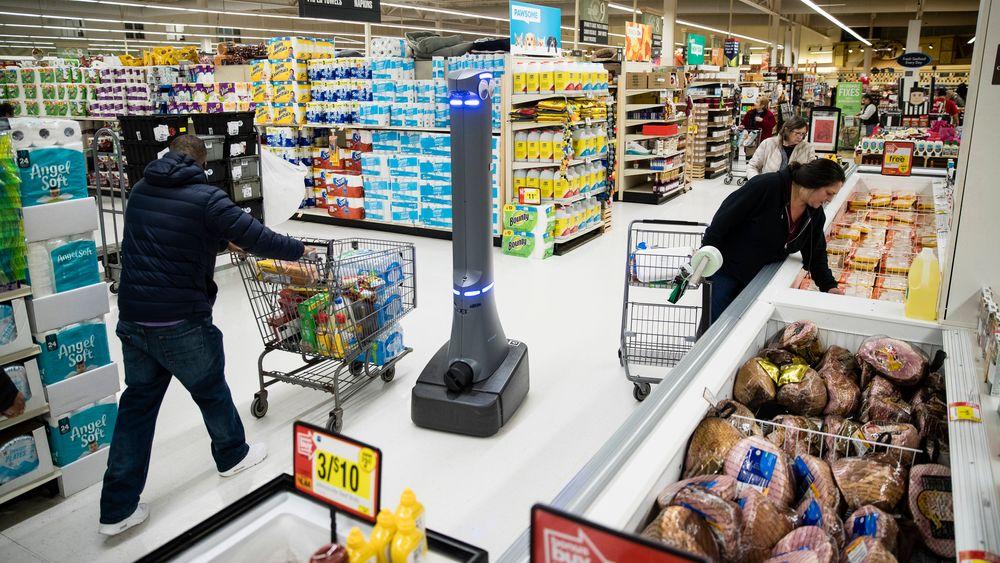 Roboten Marty vasker gulvet i et supermarked i Harrisburg i delstaten Pennsylvania. Ifølge en ny rapport vil en firedel av arbeidsplassene i USA stå i fare for å rammes når bruken av roboter og kunstig intelligens brer om seg.