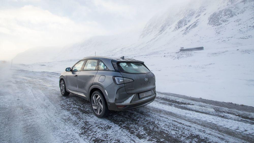 Får Hydrogenvegen AS det som de vil, blir det snart bli enklere å kjøre hydrogenbil mellom Bergen og Oslo. For eksempel i denne, en Hyundai Nexo.