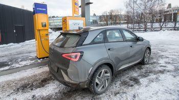 Hyundai Nexo ved fyllestasjon på Kjørbo.