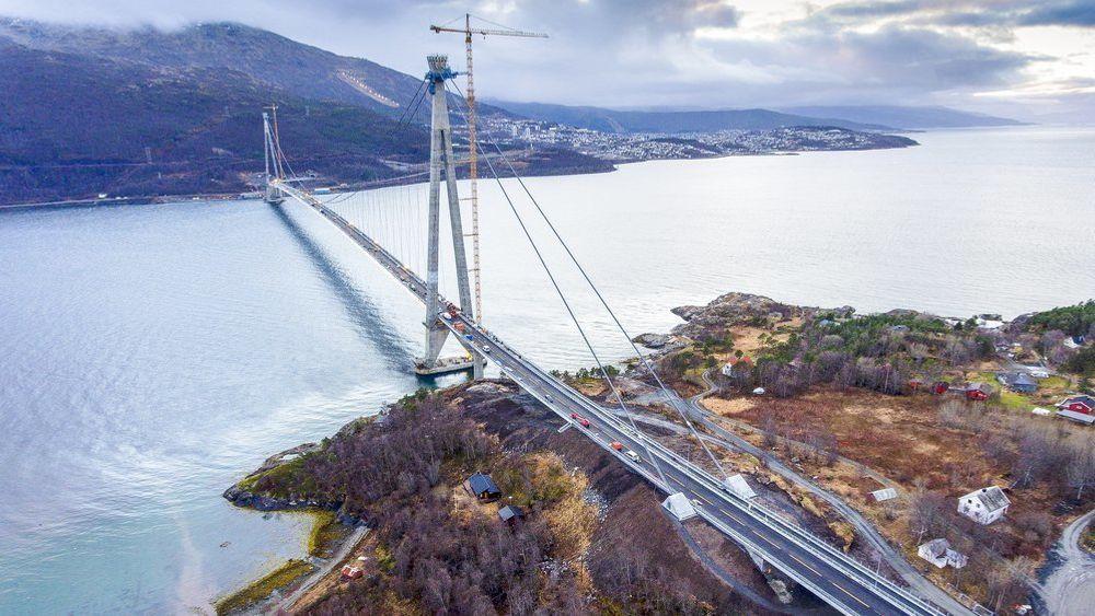 Hålogalandsbrua åpnet for trafikk 9. desember i fjor. Nå er den farlig nærme nedstenging.