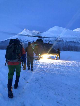 Rasfaren i Tamokdalen gjorde letearbeidet vanskelig og farlig. Alt mannskap ble fraktet inn og ut med helikopter.