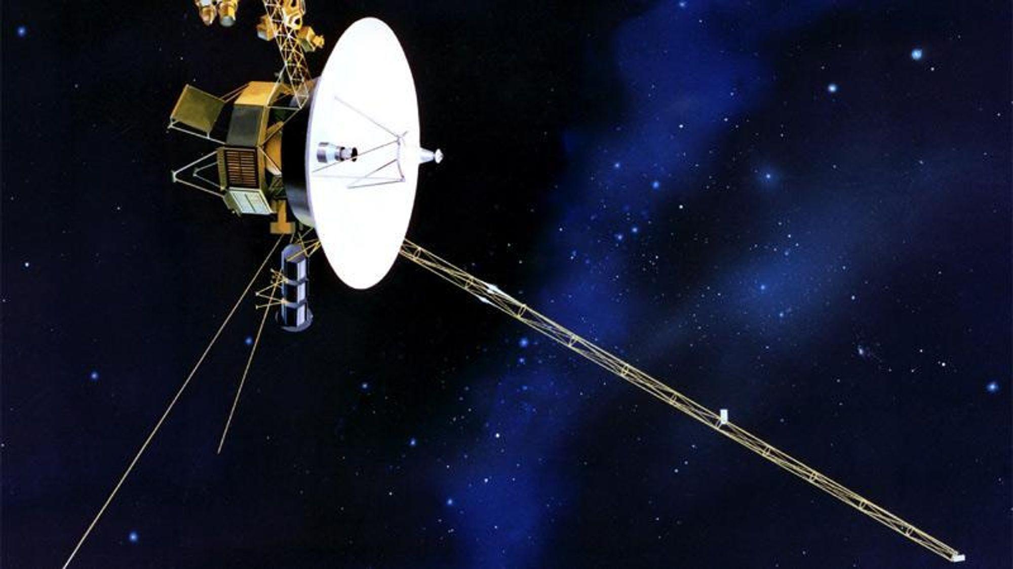 Voyager 1 er nå så langt ute i Solsystemet at den uforstyrret kan registrere om det finnes Hawking-stråling fra svært små sorte hull.