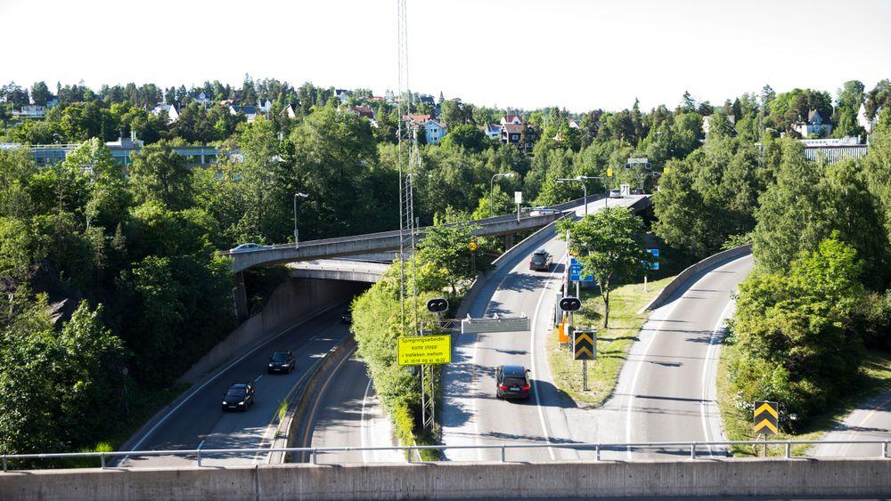I Oslopakke 3 var målet at Fornebubanen skulle være ferdig i 2024. Senere ble det 2025, mens det nå ser ut til å ble enda senere. Her fra veiene inn til Fornebu-området i Bærum.