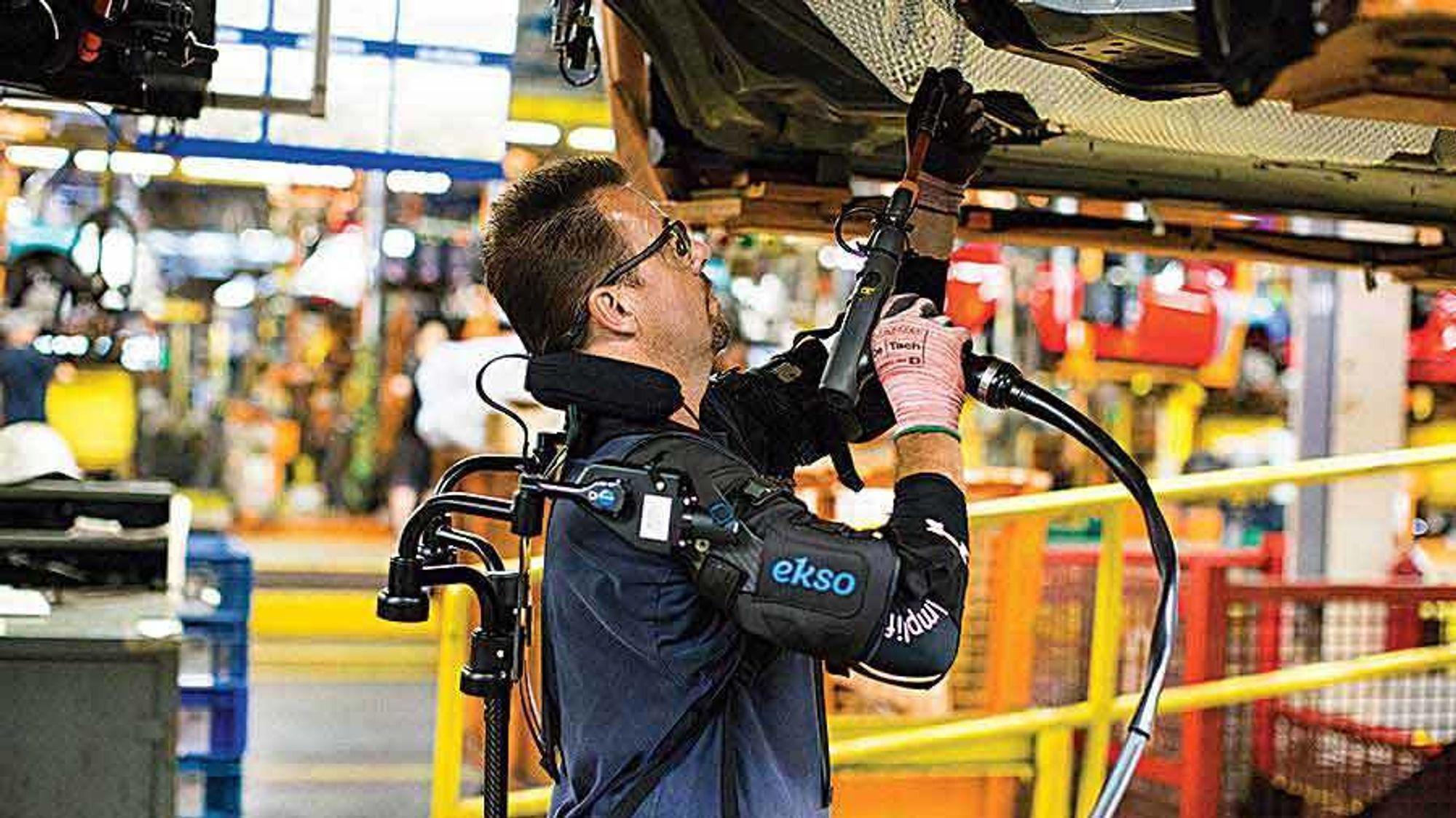 Hos bilprodusenten Ford har de også eksperimentert med eksoskjeletter. I høst ble det kjøpt inn 75 stykker til en fabrikk i USA.