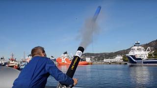 Her skyter han et 360-kamera ut i nota for å sjekke fangsten