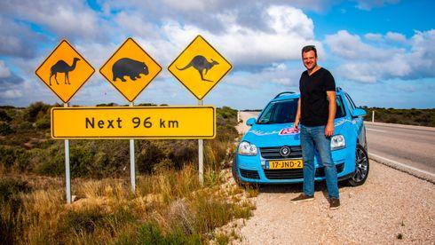 Nederlenderen Wiebe Wakker har kjørt fra Europa til Australia i en ombygd Golf stasjonsvogn.
