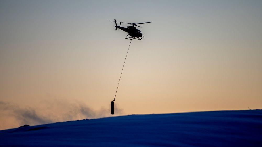 Et masteelement fraktes inn i Roan vindpark med helikopter. Per i dag er 13 vindparker under bygging i Norge. Disse vil kunne produsere 6,9 TWh strøm, det er godt over det dobbelte av total vindkraftproduksjon i dag.