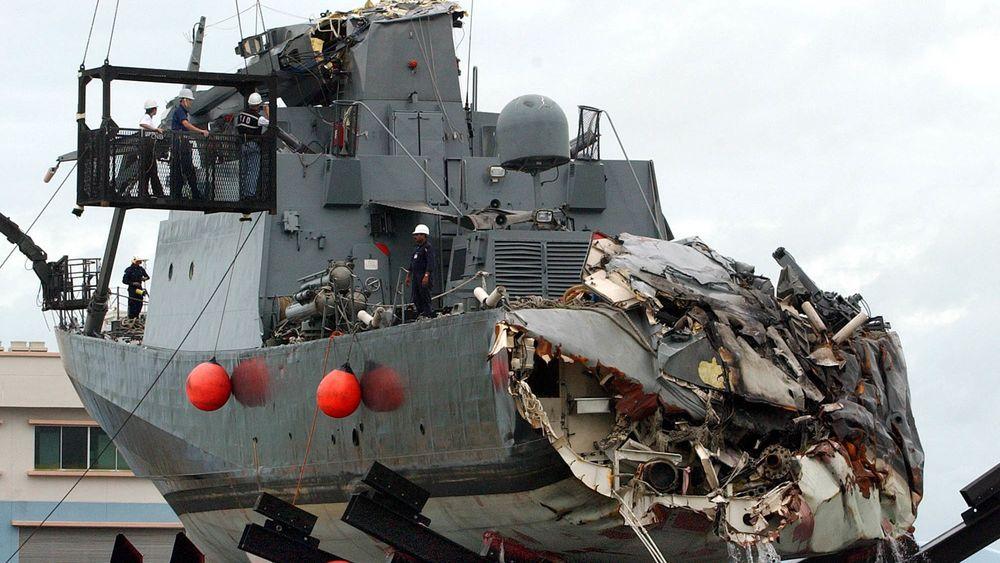 Det singaporske skipet RSS Courageous på Changi Naval Base i Singapore etter å ha kollidert med kontainerskip.
