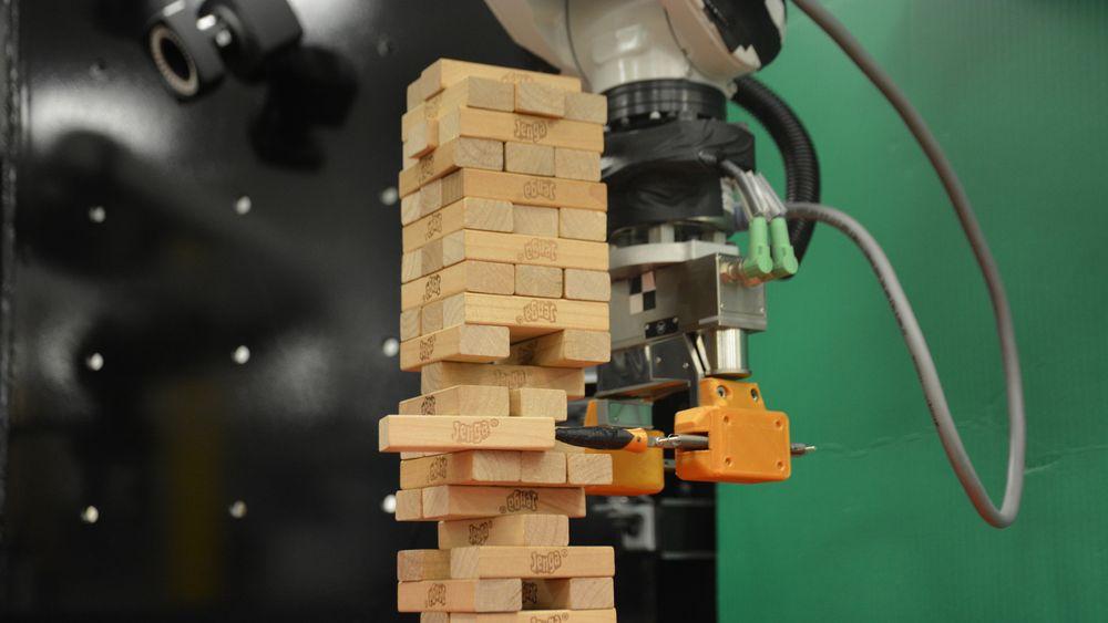 Denne roboten demonstrerer noe som har vært vanskelig med tidligere systemer, nemlig evnen til raskt å lære seg den mest optimale metoden til å utføre en oppgave. Forskere på MIT har lært roboten til å spille Jenga.