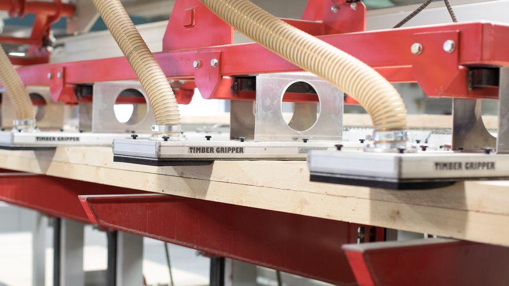 Tre gir helt andre utfordringer for overflatebehandlingsmaskinene enn for eksempel i en bilfabrikk.