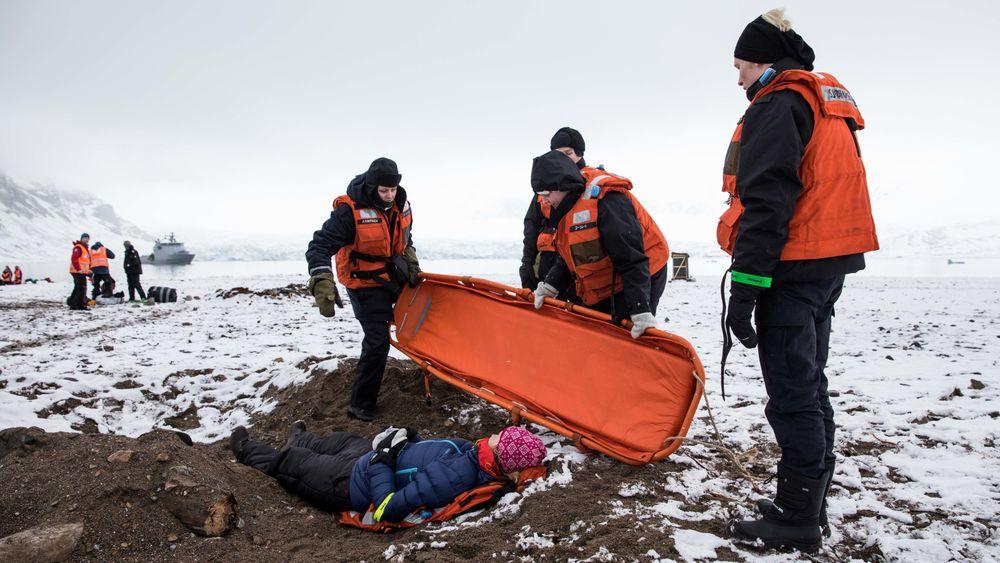 Mannskaper fra Røde Kors under øvelsen Sarex3 i 2018. Nå er det bestemt å videreføre beredskapsprosjektet Sarinor med årlige beredskapsøvelser på Svalbard i 2019 og 2020.