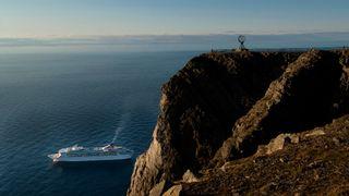 Cruiseskip stoppes av miljøkrav i Fjord-Norge, ønskes velkommen i nord