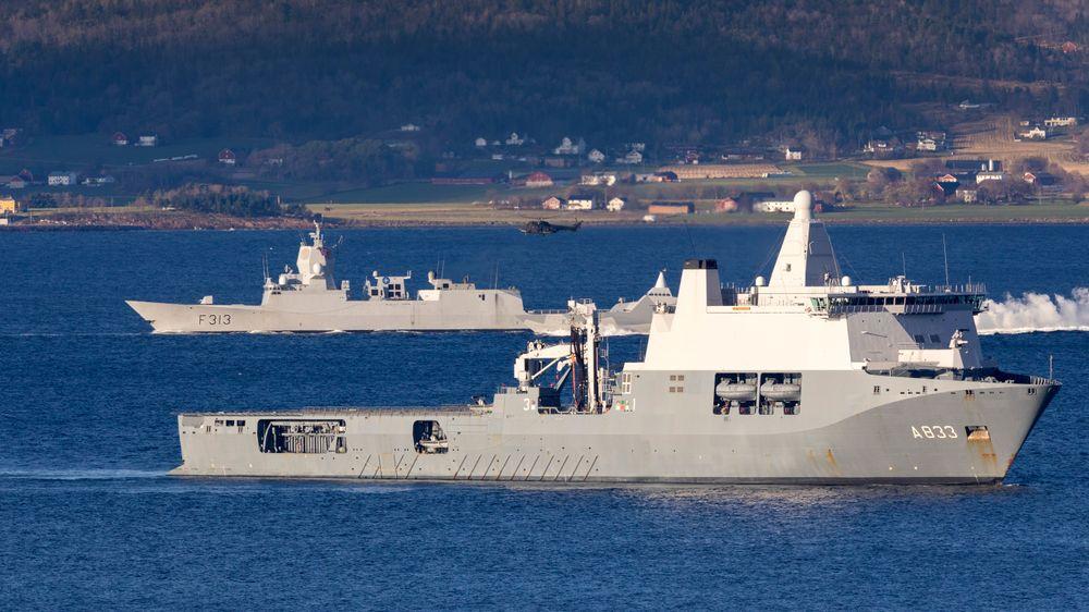KNM Helge Ingstad få dager før havariet - på den såkalte DV-dagen under Nato-øvelsen Trident Juncture. Bildet er tatt fra gården By på Byneset i Trondheim.