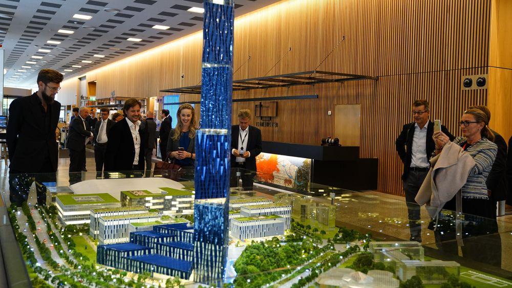 Modell av skyskraperen «Det store Blå» som Kjell Inge Røkke vil bygge på Fornebu i forbindelse med World Ocean Headquarters (WOH), et verdensledende havsenter på Fornebu.
