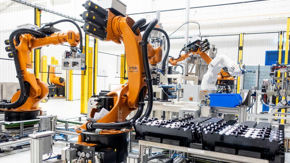 Batterifabrikken til Siemens har 11 roboter, levert av Intek Engineering på Raufoss.
