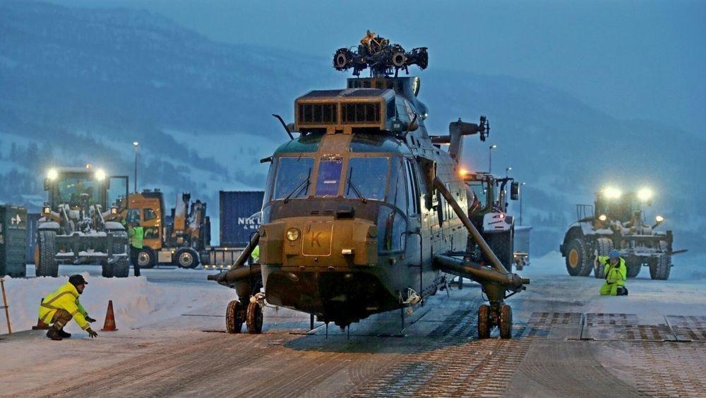 Sea King HC4-helikopteret ZE 427 etter å ha blitt losset i Sørreisa.
