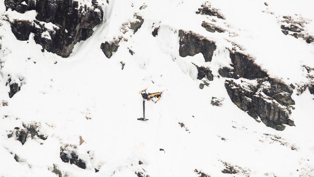 En mann og en kvinne i 40-årene fra Rogaland omkom da helikoptret av typen Robinson R-44  styrtet i Røldalsfjellet i Hordaland søndag.