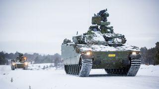 Avslører en rekke feil på nye CV90 stormpanservogner