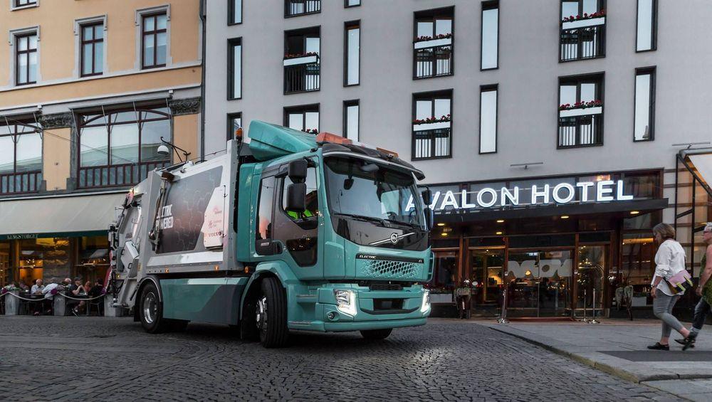 Her er Volvos første elektriske søppelbil.