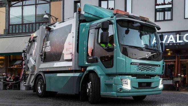 Volvos første elektriske lastebil ble levert som søppelbil