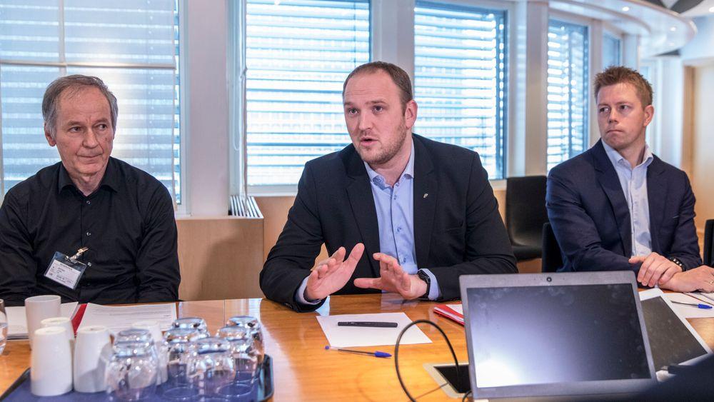 Samferdselsminister Jon Georg Dale (Frp) holdt fredag møte med flere bedrifter som kjøper godstransporttjenester på vei.