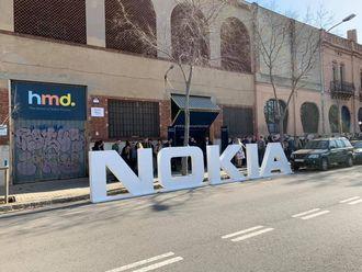 Det var en lang kø utenfor lokalene HMD hadde leid til lanseringen av de nye telefonene.