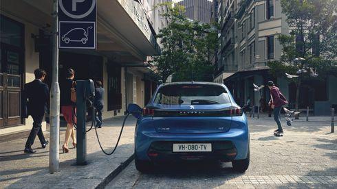 Hver femte bil Peugeot skal selge i år, skal gå på strøm. Bare slik kan de unngå store klimabøter