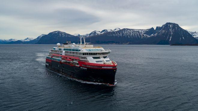 MS Roald Amundsen på sin første sjøprøve siste helg i februar 2019.