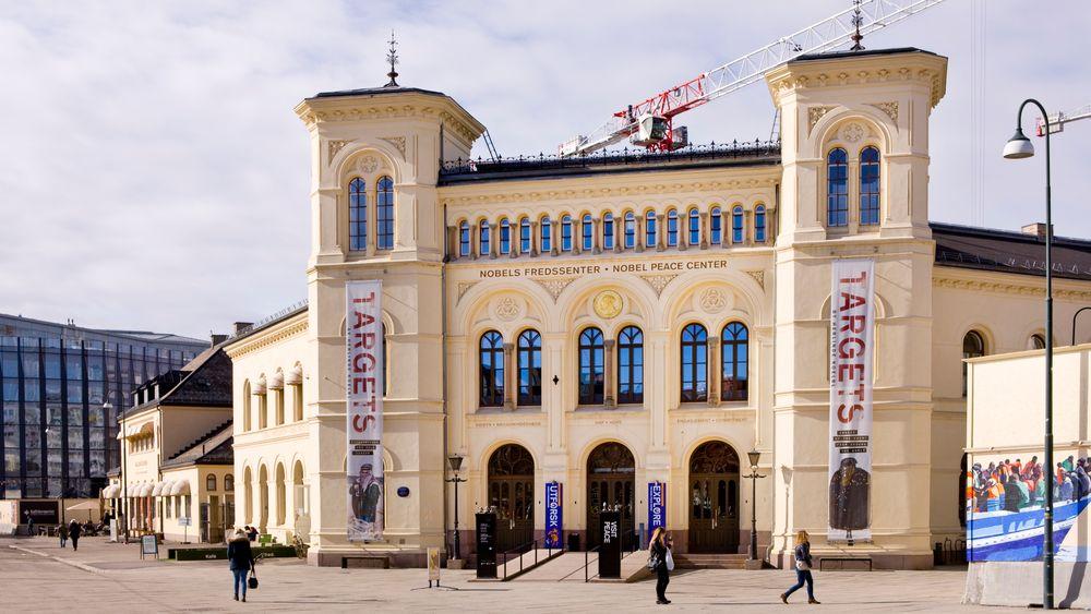 Kulturminister Trine Skei Grande foreslår å flytte Nobels Fredssenter til det gamle Samtidsmuseet på Bankplassen.