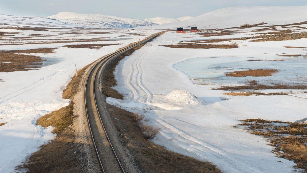Godstoget sporet av oppe på Saltfjellet, men forårsaket skader lenger sør da vognene ble berget.
