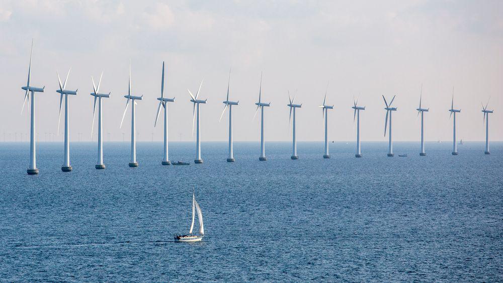 Danmark har en rekke vindmølleparker til havs. Her vindmøller i Middelgrundens Vindmøllepark i Øresund utenfor København.