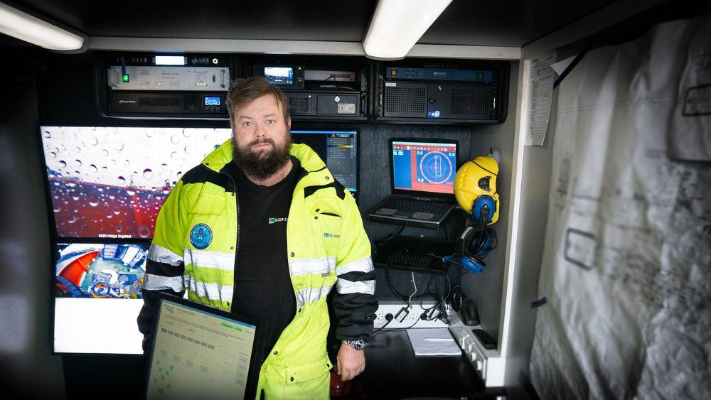 ROV-operatør Christopher Lilletvedt i sin kontainer om bord MS Flekkerøy. Han fikk en uvanlig utfordring da fregatten KNM Helge Ingstad kolliderte med tankbåten Sola TS 8. november 2018.