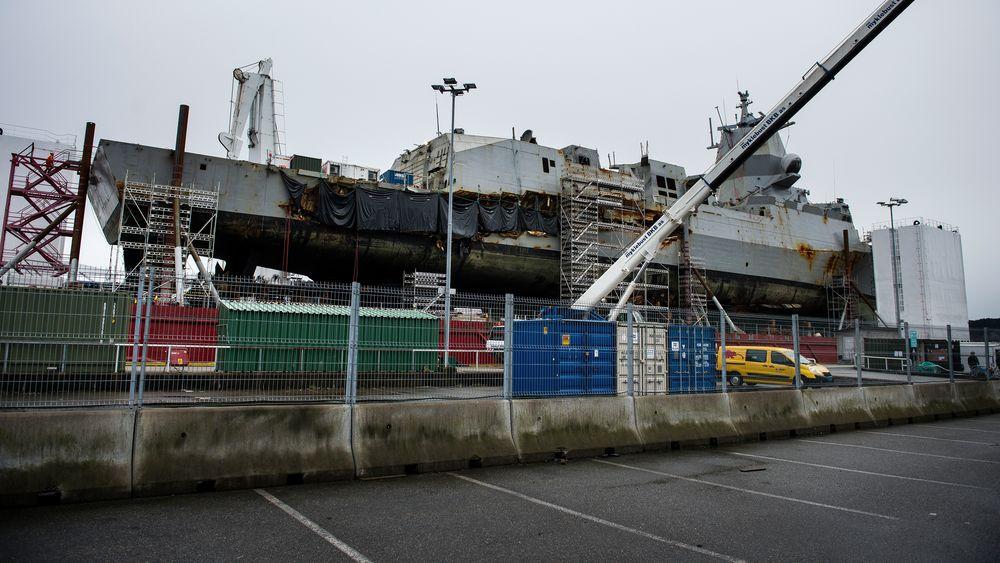 KNM Helge Ingstad er tilbake på Haakonsvern. Og i løpet av 5-6 uker vil fregatten bli midlertidig reparert, og satt på vannet