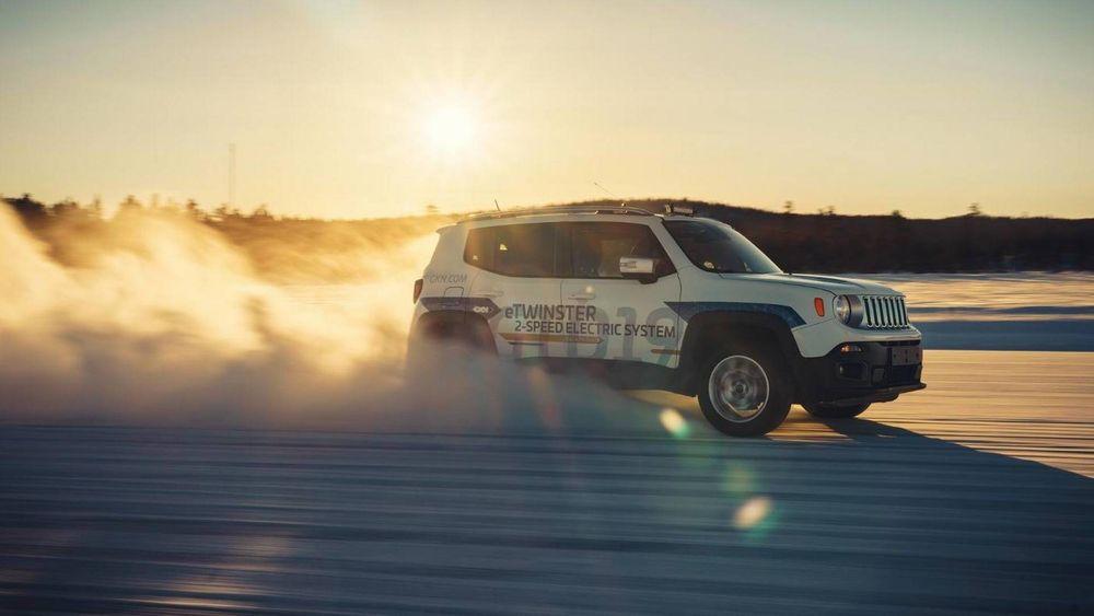 En ombygd Jeep Renegade har fått installert GKNs nye totrinns drivlinje og 120 kW elmotor.