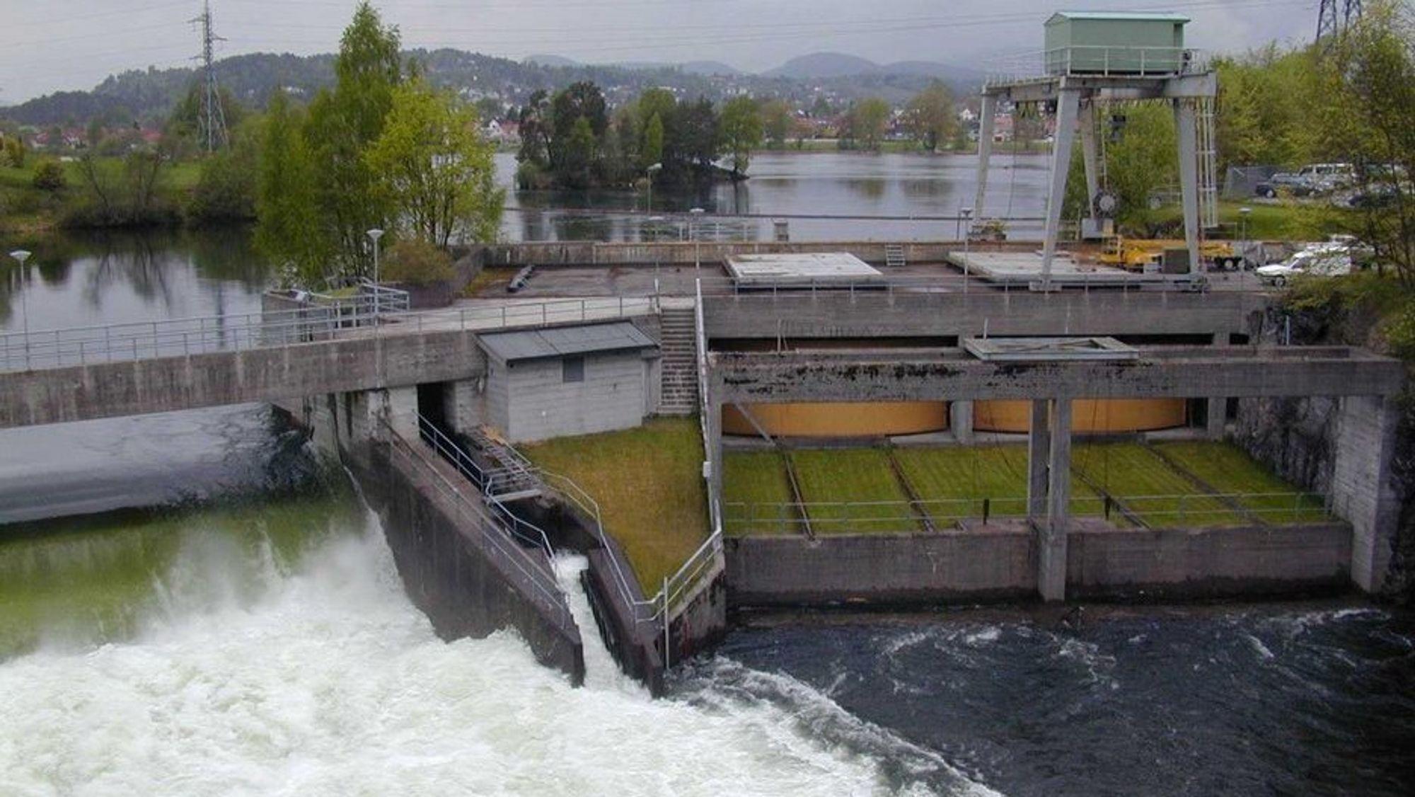 Strømproduksjonen gikk ned 5,9 prosent i januar, sammenlignet med januar 2018. Bildet er fra Klosterfoss kraftverk i Skien.