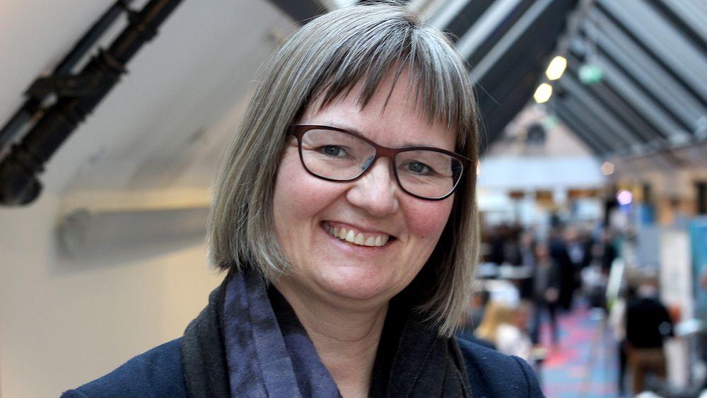 Nina Santi, direktør i avlsselskapet AquaGen, er på North Atlantic Seafood Forum i Bergen for å overbevise forsamlingen om at luseresistent laks er mulig.