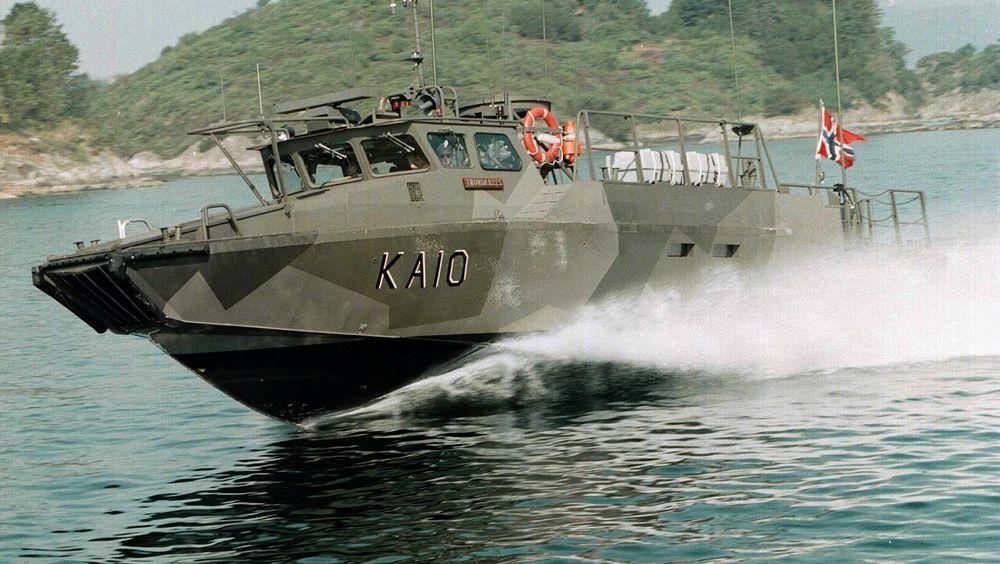 Den norske varianten av Stridsbåt 90 i fart. Den er med sine mer enn 40 knop Sjøforsvarets raskeste båt.