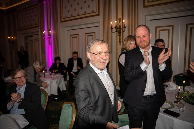Harald Stanghelle fikk årets hederpris under Oslo redaktørforenings møte.