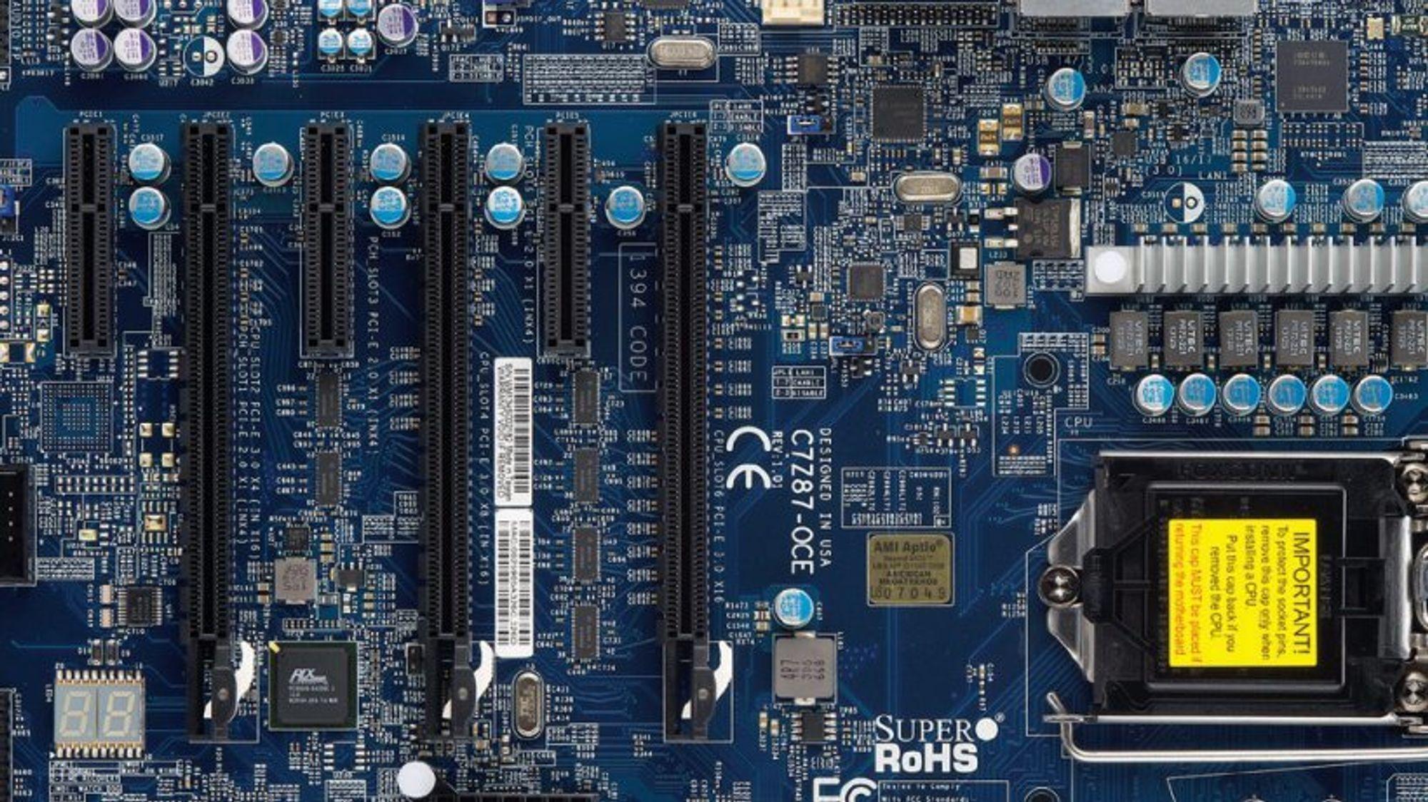 I 2017 skrotet Forsvarsdepartementet to komponenter verd mer enn 500.000 kroner fra Super Micro Computer etter at det ble kjent at kinesisk etterretning hadde montert spionutstyr på serverhovedkort fra produsenten. Bildet viser et PC-hovedkort fra samme produsent.