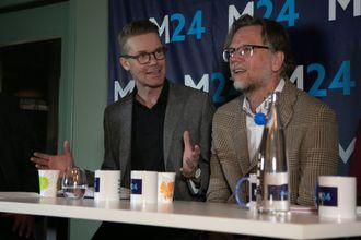 Politisk journalist i Dagbladet og leiar av presselosjen, Mats Rønning. Til høgre er programredaktør i NRK Nyheter, Kyrre Nakkim.