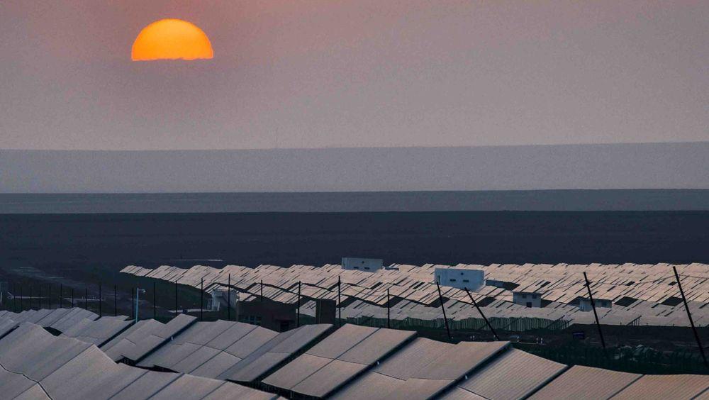 Egypt bygger verdens største solkraft-park. Anlegget, i ørkenen utenfor Aswan, blir større enn dette kraftverket nordvest  i Kina.